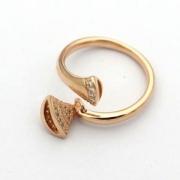 BVLGARIジュエリーリングレディースコピーダイヤモンド扇型のデザインブルガリ指輪スーパーコピーセンシュアル曲線エレガント洗練さ