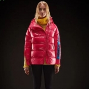 圧倒的人気を誇るモデルおすすめ モンクレール MONCLER 19FW保温性に優れるものに 極寒の地でも耐えうる圧倒的な防寒性  ライトダウンジャケット