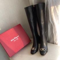 流行り廃りのないデザイン  サルヴァトーレフェラガモ 美しいスタイルに仕上げたい FERRAGAMO レザーブーツ 着こなしをマスターするenshopi.com sn:vaKjOf-1