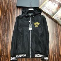 VERSACE Greek Key-trimmed hooded jacket スタイルを魅力的に映るアイテム ヴェルサーチ ジャケット メンズ コピー 相性抜群 安価enshopi.com sn:uySrem-1