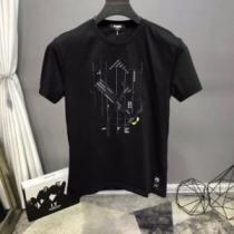 半袖Tシャツ 本当に嬉しいアイテム 2色可選 フェンディ差をつけたい人にもおすすめ  FENDIenshopi.com sn:1TTrGf-1