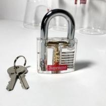 シュプリームあらゆるコーデに馴染む  SUPREME 錠をかける あらゆるシーンで活躍enshopi.com sn:8XrGfi-1
