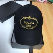 2019年春夏の流行アイテム 最新の注目ファッション プラダ PRADA ベースボールキャップ